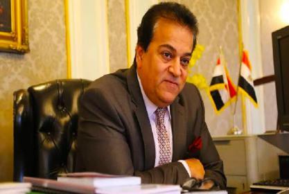وزير التعليم العالى والبحث العلمى يتقدم بالتهنئة للسيد أ.د / احمد محمد بيومى رئيس جامعة مدينة السادات