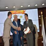 أسرة الكلية تقدم التهنئة للدكتور محمود سامي لحصوله على جائزة النشر الدولي