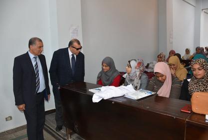 الأستاذ الدكتور /نائب رئيس الجامعة لشئون التعليم والطلاب  اليوم في زيارة لكلية الصيدلة