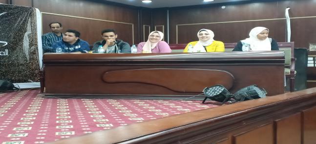 المركز الثانى في مسابقه عباقرة الجامعه لفريق كلية الصيدله