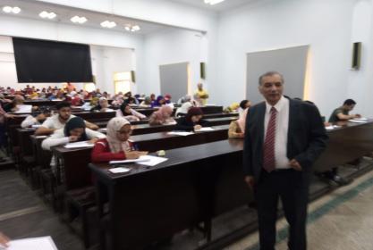 تفقد أ.د/خالد أبوزيد عميد الكلية أعمال الأمتحانات اليوم