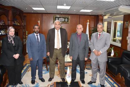 رئيس الجامعة يستقبل أمين الشئون العلمية لجامعة أم درمان الإسلامية
