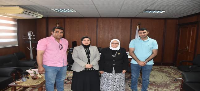 زيارة خبراء وحدة إدارة مشروعات التطوير بوزارة التعليم العالي لمركز القياس والتقويم بكلية الحقوق