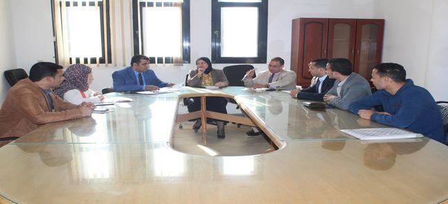 اجتماع أ.د/ سحر عبدالستار - عميدة الكلية بالسادة أعضاء فريق وحدة القياس و التقويم بالكلية