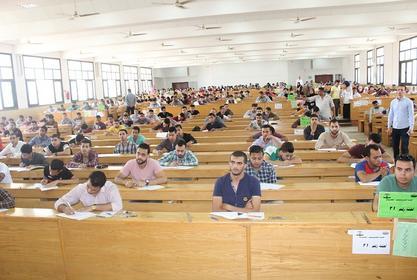 طلاب الفرقة الثانية و الثالثة بالكلية يؤدون أول امتحانات الفصل الدراسى الثانى مايو 2019م