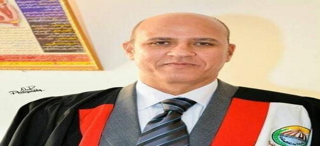تهنئة عميد الكلية للاستاذ الدكتور عبد الحليم يوسف لتولية منصب وكيل الكلية لشئون الدراسات العليا والبحوث