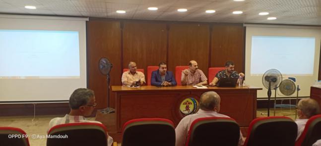 اجتماع عميد الكلية لمناقشة تطوير لائحة الكلية