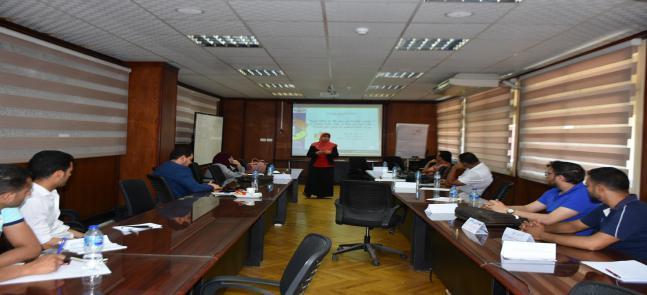 """دورة تدريبية بعنوان """"الاقتباس العلمى """" مستمرة لليوم الثاني بمركز تنمية القدرات"""
