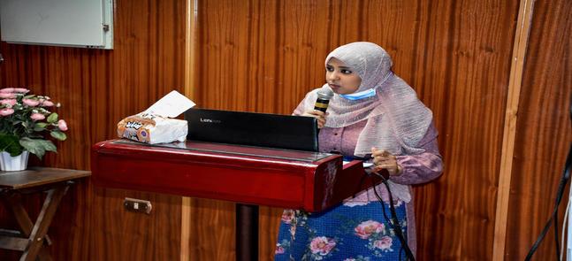 رئيس الجامعة مشرفاً على رسالة الماجستير الخاصة بالسيدة ط.ب/ نرمين عبدالعال حسن