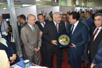 وزير التعليم العالي يفتتح جناح جامعة مدينة السادات المقام بالمعرض الدولي الرابع للتعليم العالي